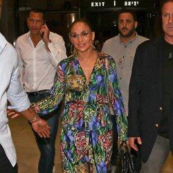Jennifer Lopez y su animal print aterrizan en Tel Aviv, lista para un concierto multitudinario