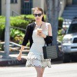 Emma Roberts y el perfecto vestido de lunares en Los Ángeles