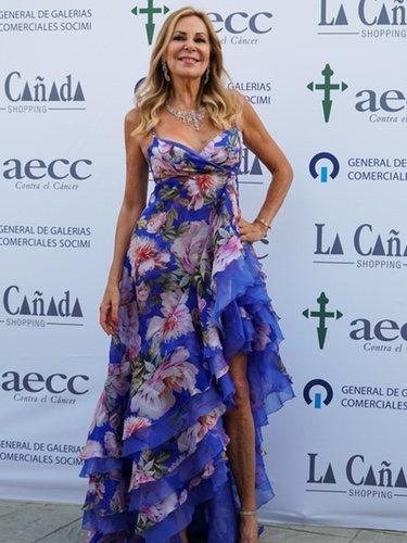 Ana Obregón con un vestido de flores en la Gala de AECC 2019 de Marbella