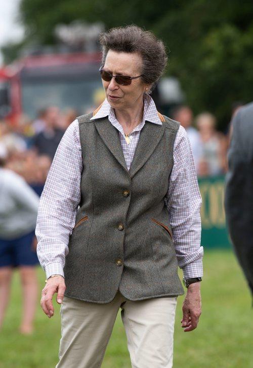 La Princesa Ana en el Festival de Gatcombe con un look desfasado y añejo
