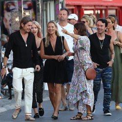 Kate Moss disfruta de sus vacaciones en St. Tropez con Sadie Frost y algunos amigos de la modelo