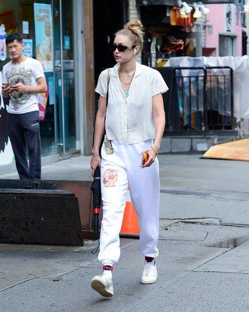 Gigi Hadid se rinde al estilo 'sporty chic' en las calles de Nueva York