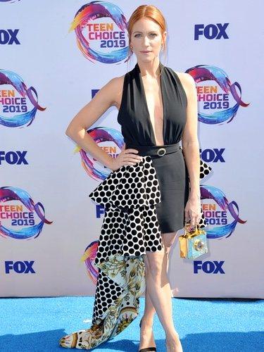 Brittany Snow mezcla cuatro tendencias en los Premios Teen Choice 2019