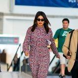 Priyanka Chopra adelanta la tendencia del otoño: el mono largo de flores