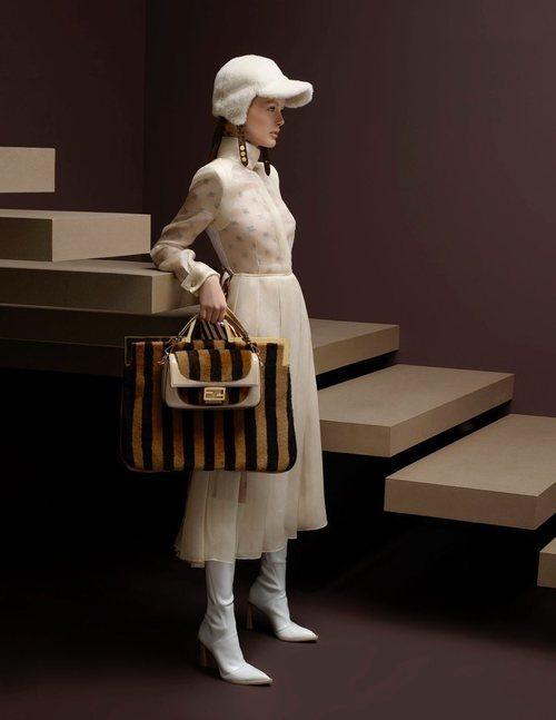 Vestido blanco de la colección otoño/invierno 2019/2020 de Fendi