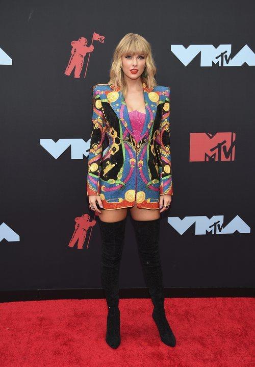 Taylor Swift de Versace y Christian Louboutin en los Premios MTV VMAs 2019
