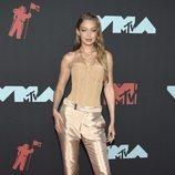 Gigi Hadid vestida en nude para los Premios MTV VMAs 2019