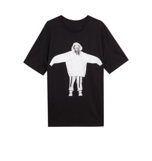 Camiseta negra con silueta de Billie Eilish de la colección Billie Eilish x Bershka