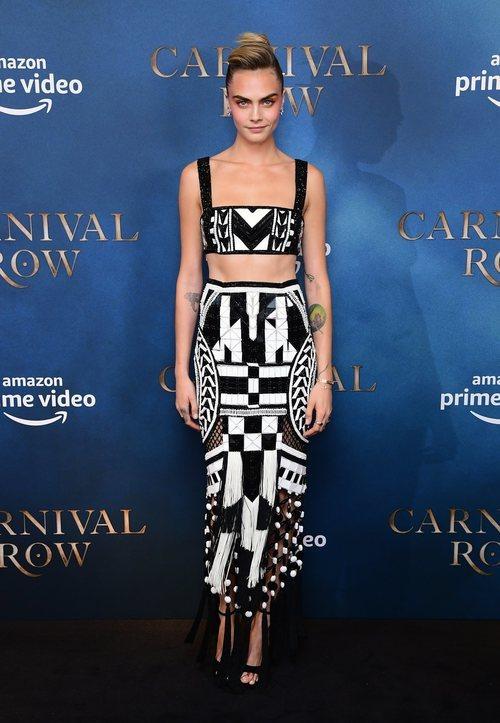 Cara Delevingne vestida de Balmain en la presentación de 'Carnival Row'