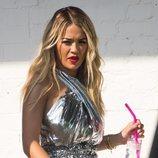 Rita Ora y un vestido globo metalizado en su tour promocional en Berlín