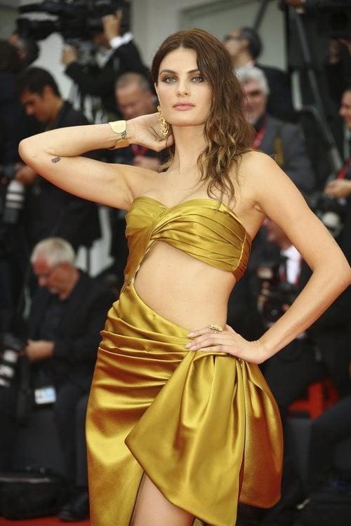Isabeli Fontani vestida de Alberta Ferretti en la premiere de 'Truth' en el Festival de Venecia 2019