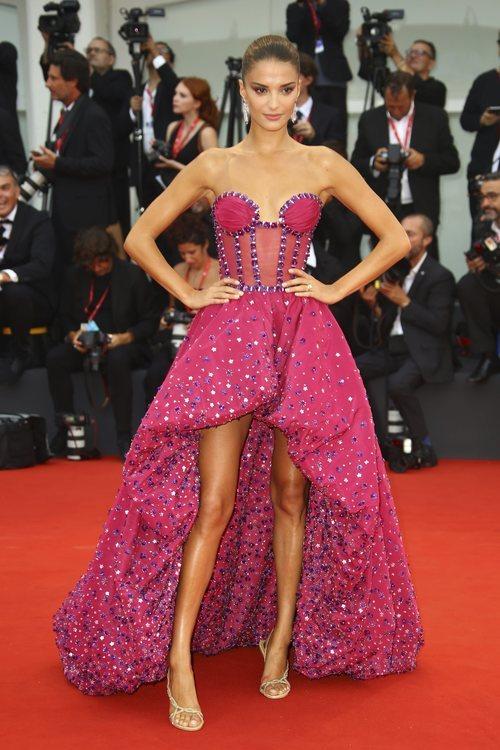 Gabrielle Caunesil vestida de Rami Kadi en la premiere de 'Truth' en el Festival de Venecia 2019