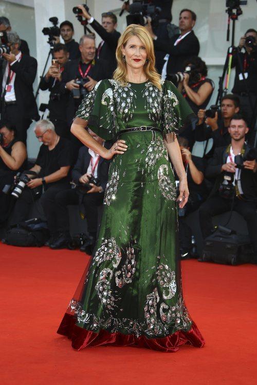 Laura Dern con un vesito de Gucci en la premiere de 'Marriage Story' en el Festival de Venecia 2019
