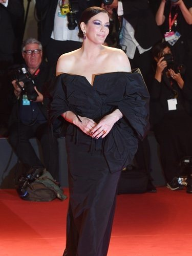 Liv Tyler con un vestido de Givenchy en la premiere de 'Ad Astra' en el Festival de Venecia 2019