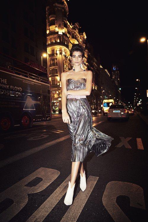 Vestido plateado de la colección otoño/invierno 2019/2020 de Dolores Promesas