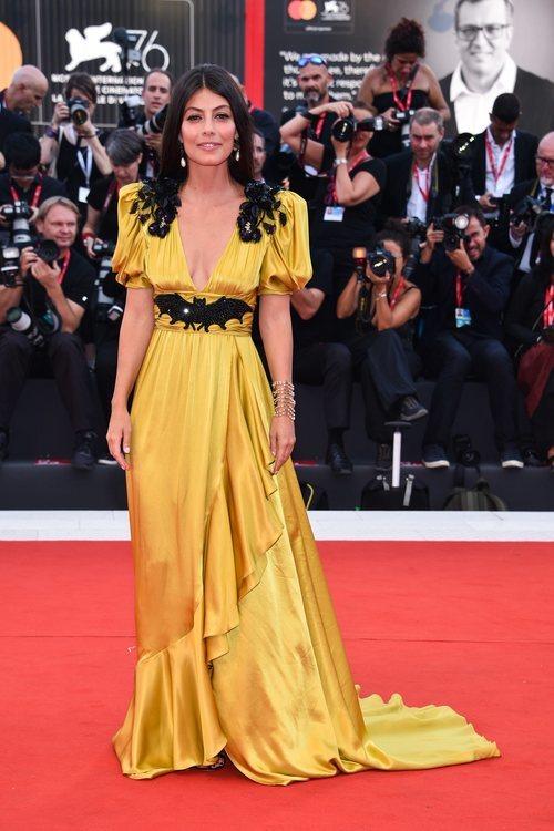Alessandra Mastronardi  con un vestido de Gucci en la premiere de 'Marriage Story' en el Festival de Venecia 2019