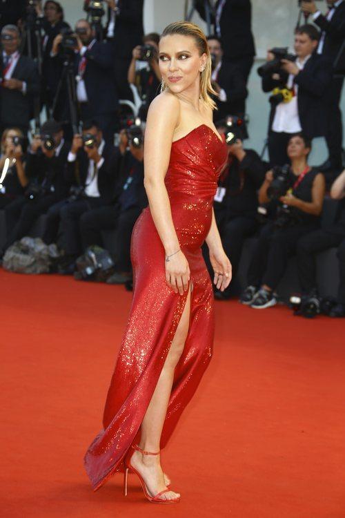 Scarlett Johansson vestida de Celine en la premiere de 'Marriage Story' en el Festival de Venecia 2019