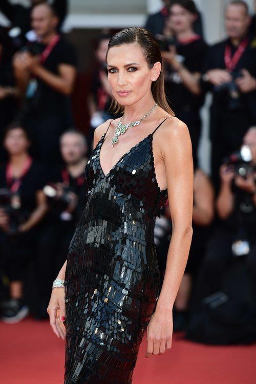 Nieves Álvarez vestida de Alberta Ferretti en la premiere de 'El Jocker' en el Festival de Venecia 2019