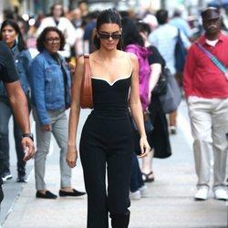Kendall con look básico por la calles de Nueva York durante la Fashion Week septiembre 2019