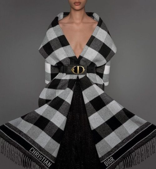 Mantón de cuadros de la colección prêt-à-porter otoño/invierno 2019 de Dior