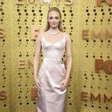 Sophie Turner con un vestido de Louis Vuitton en los premios Emmy 2019