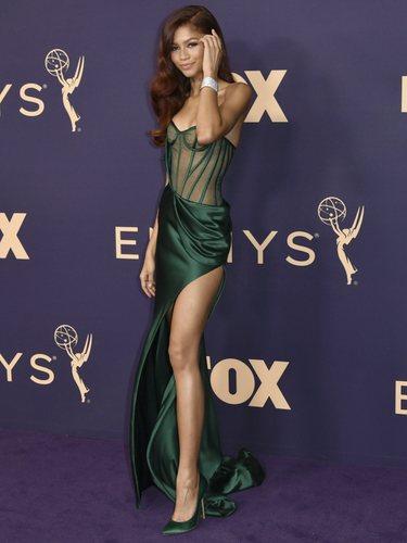 Zendaya con un vestido de Vera Wang en los premios Emmy 2019