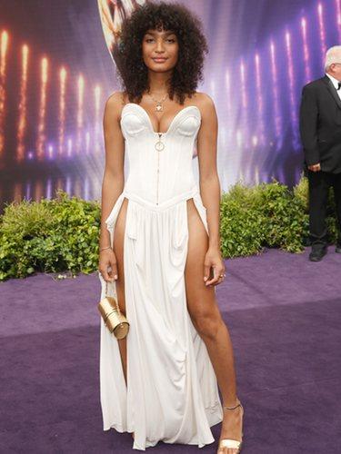 Indya Moore vestida de Louis Vuitton en los premios Emmy 2019
