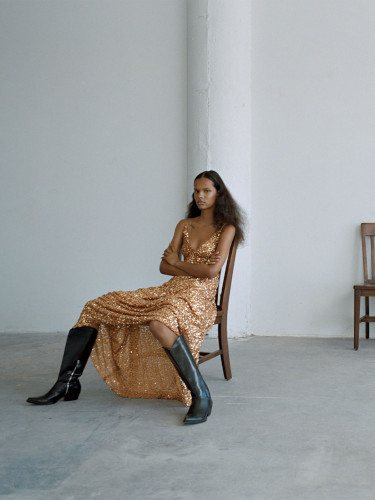 Vestido de lentejuelas de la colección 'The Minimal Knitwear' de Zara