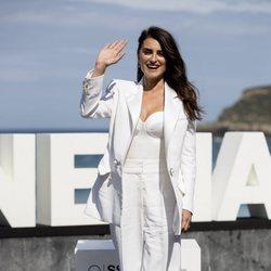 Penélope Cruz con un total white de Chanel en el Festival de Cine de San Sebastián 2019