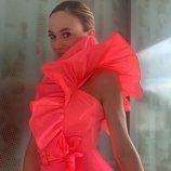 Marta Hazas con mini vestido rosa de volantes de Dolores Promesas