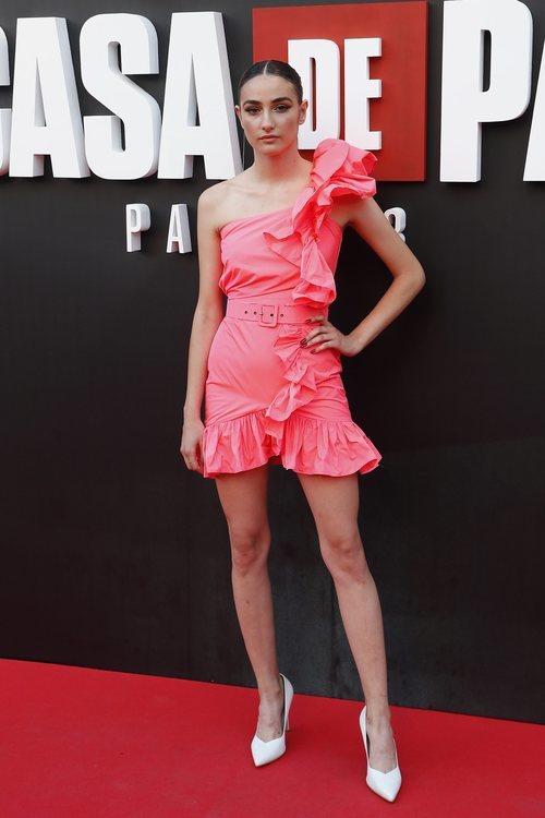 Sandra Escacena con mini vestido rosa de volantes de Dolores Promesas