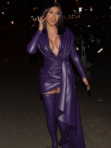 Cardi B con vestido de latex durante la Semana de la Moda de París