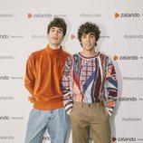 Javier Calvo y Javier Ambrossi en la inauguración de la pop-up store de Zalando