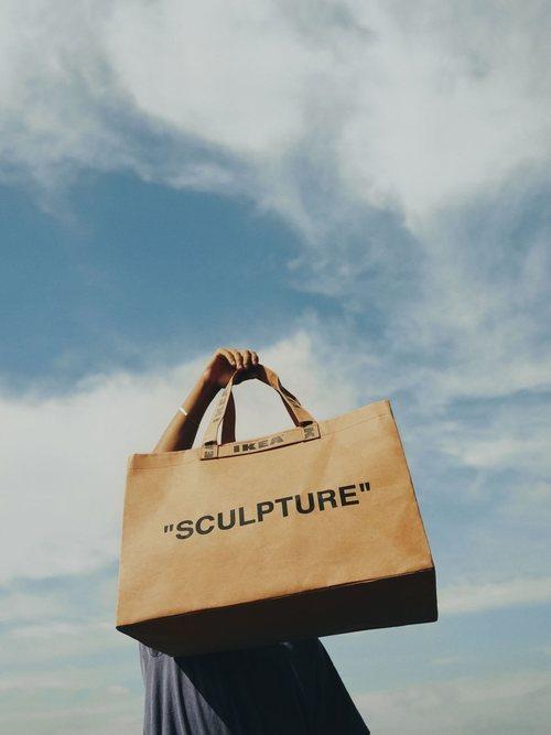 Bolsa 'Sculpture' de la colección 'Markerad' de Ikea y Virgil Abloh