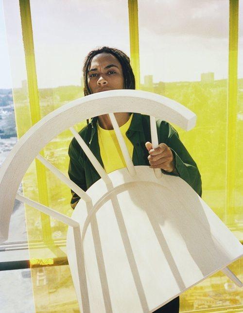Silla blanca colección 'Markerad' de Ikea y Virgil Abloh