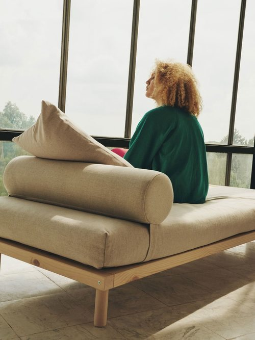 Divan crema de la colección 'Markerad' de Ikea y Virgil Abloh