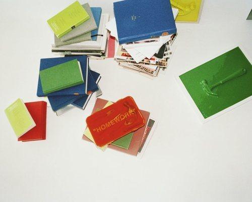 Carteras 'Homework' color naranja de la colección 'Markerad' de Ikea y Virgil Abloh
