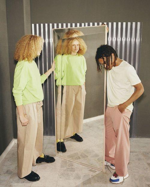 Espejo grande de la colección 'Markerade' de Ikea y Virgil Abloh