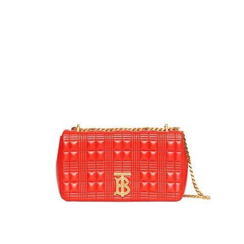 Bolso rojo 'Lola' con correa dorada de la colección otoño 2019 de Burberry.