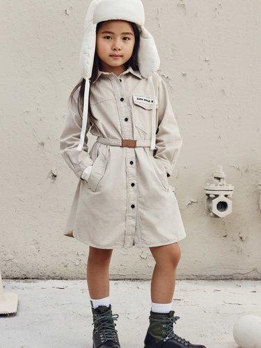 Abrigo color crema de la colección otoño/invierno 2019 de la colección 'Zara SRPLS'