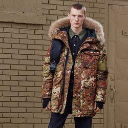 Abrigo de camuflaje con capucha de 'Zara SRPLS' otoño 2019