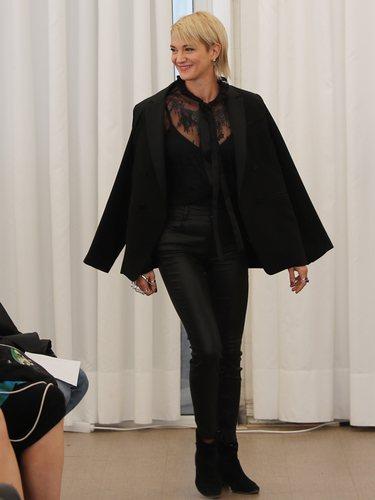 Asia Argento con un total look negro en el Festival de Sitges en 2019