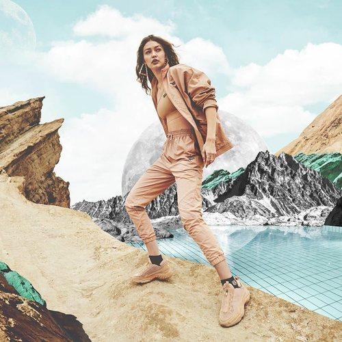 Chandal beige de la segunda colección de 'Gigi Hadid X Reebok' otoño 2019
