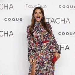 Paula Echevarría con vestido de flores en el 25º aniversario de Tacha Beauty