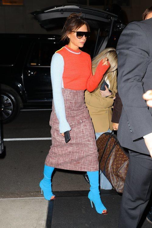 Victoria Beckham con botas calcetín pep toe de su marca en Nueva York