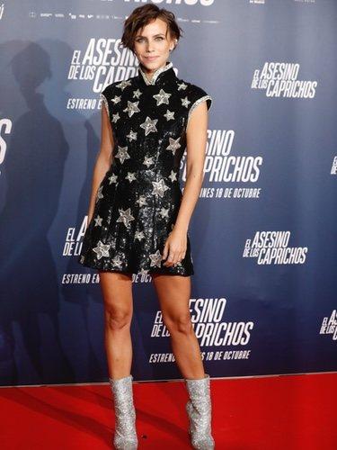 Aura Garrido con vestido de estrellas en la premiere de 'El asesino de los caprichos'