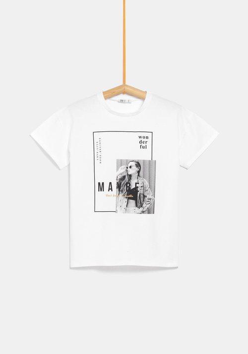 Camiseta blanca con dibujo y palabra 'Mayre' de la colección de Rocío Osorno y TEX de otoño/invierno 2019