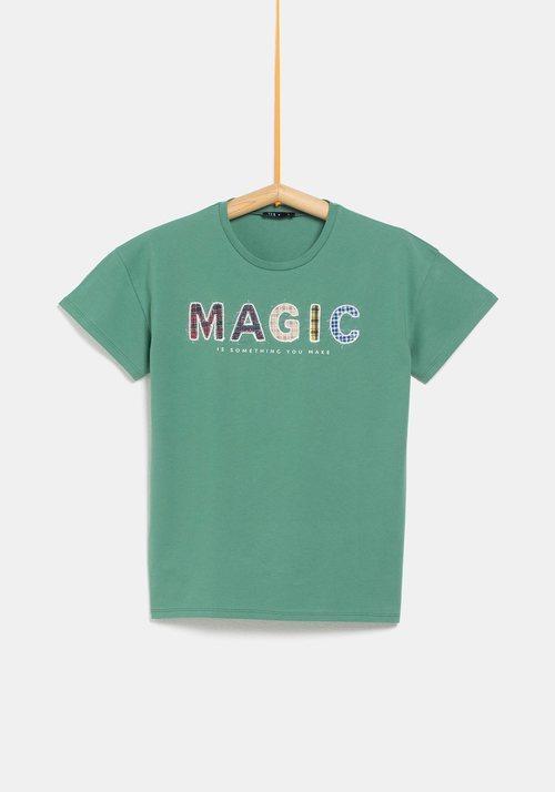 Camiseta verde con palabra 'Magic' de la colección de Rocío Osorno y TEX de otoño/invierno 2019