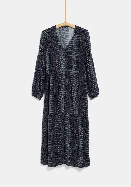 Vestido largo efecto serpiente de la colección de Rocío Osorno y TEX de otoño/invierno 2019