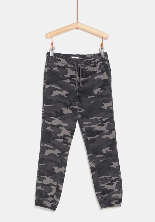 Pantalón militar negro de la colección 'I-O' de Carrefour y TEX para otoño/invierno 2019